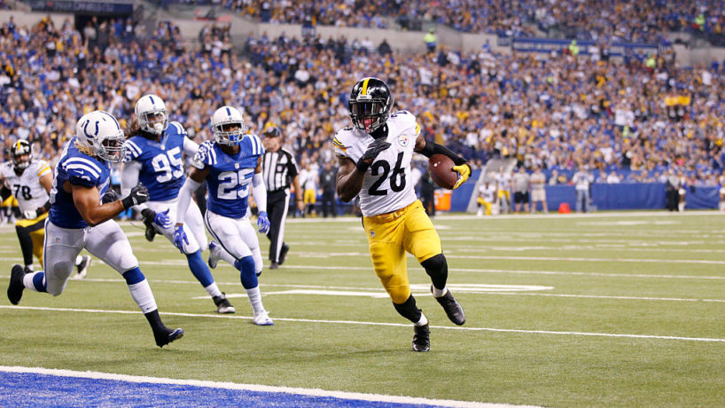 Le'Veon Bell rushes in for a touchdown against the Colts at Lucas Oil Stadium and runs past three Colts defenders