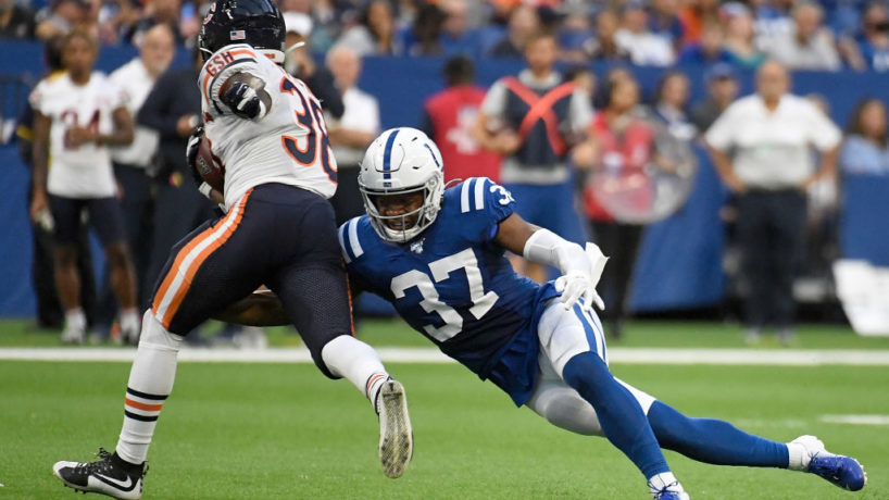 Colts S-Khari WIllis tries to make a tackle.