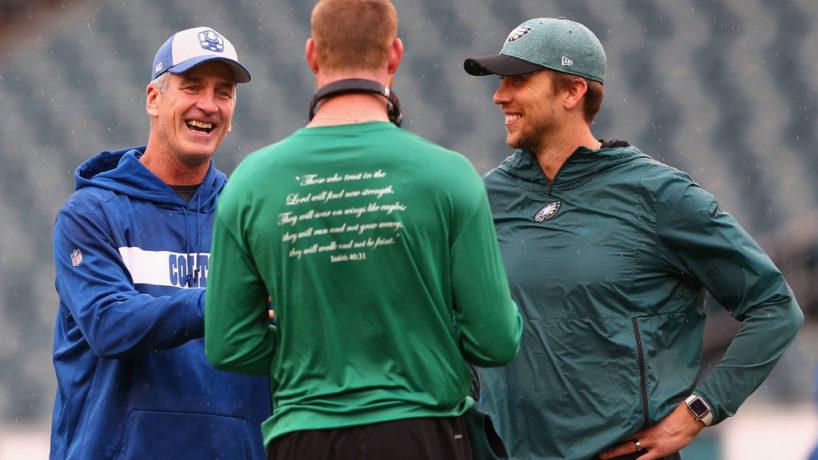 Eagles QB-Carson Wentz talks with Frank Reich before a game.