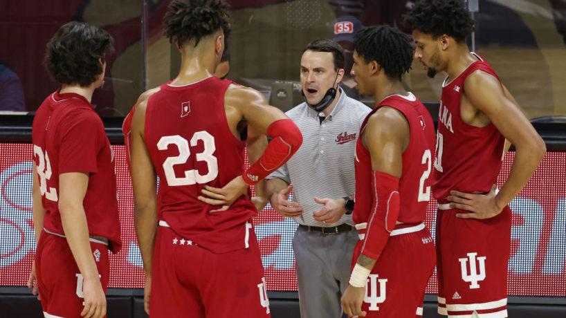 Archie Miller huddles up his team on the sideline during the Hoosiers loss vs Rutgers