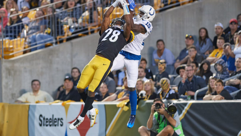 Steelers safety Sean Davis makes a pick.