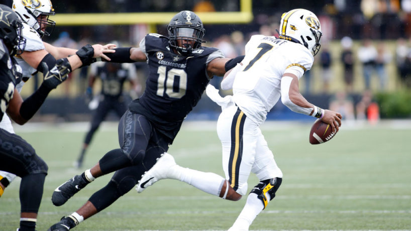 Vandy DL-Dayo Odeyingbo rushes the passer.