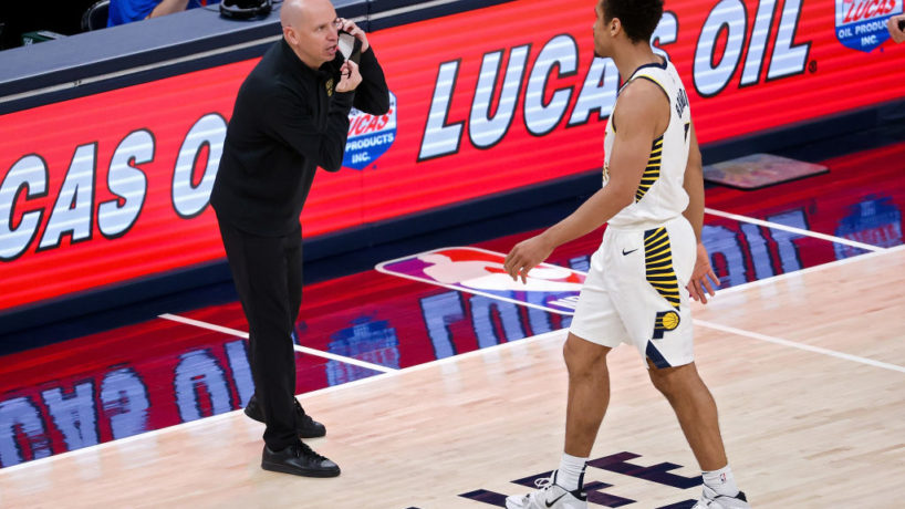 Pacers head coach Nate Bjorkgren talks with Malcolm Brogdon during a game.