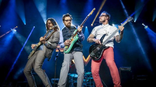 STREAM: Weezer Release New Album 'Van Weezer'