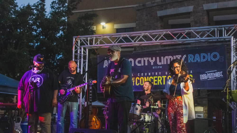 Hill Country Galleria Concert Series with Ray Prim