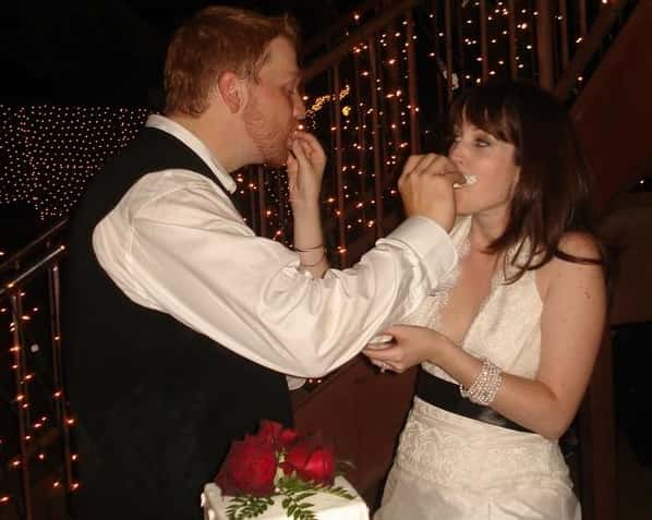 jason and his ex wife shoving cake in each other's mouths at their wedding