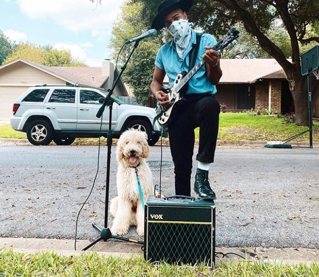 Win a Curbside Concert with Mobley!