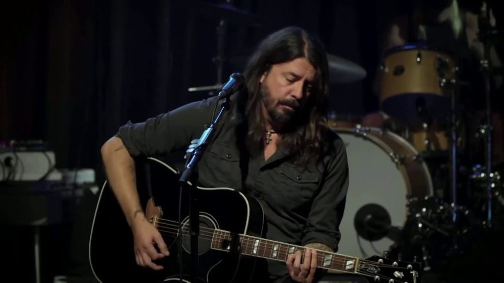 """Foo Fighters Play Acoustic Set For """"Save Our Stages"""" Fundraiser"""