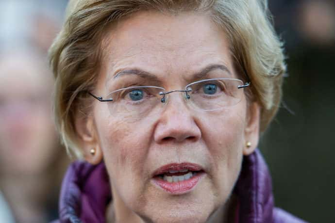 Democratic presidential candidate Massachusetts Senator Elizabeth Warren announces the suspension of her presidential campaign in front of her Cambridge, Massachusetts home on March 5, 2020.
