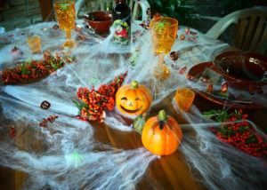 22 September 2020, Berlin: A set table for a Halloween evening recorded on 22.09.2020 in Berlin. © BY XAMAX Photo: XAMAX/dpa