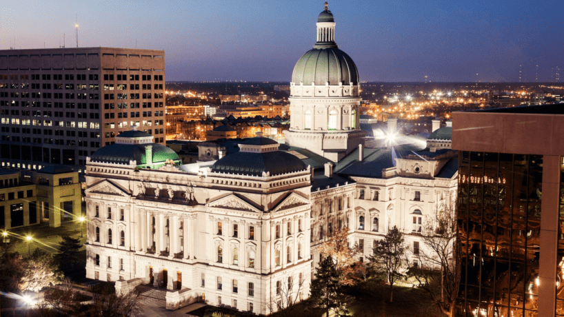 A photo of the statehouse in Indiana at night