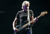 Roger Waters feuds with David Gilmore..
