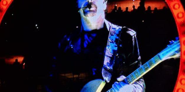 VIDEO: Bono/ Edge play Stairway To Heaven