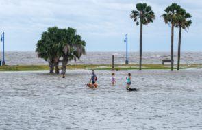 Hurricane Sally Leaves Destruction Along Gulf Coast, Leaving 2 Dead