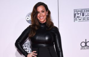 Alanis Morissette Covers 'Happy Xmas (War is Over)'