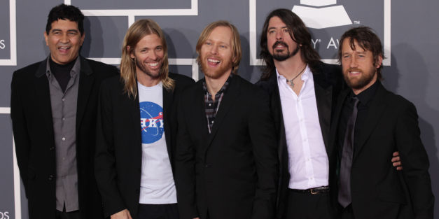 VIDEO: fOO fIGHTERS try out their best disco here!