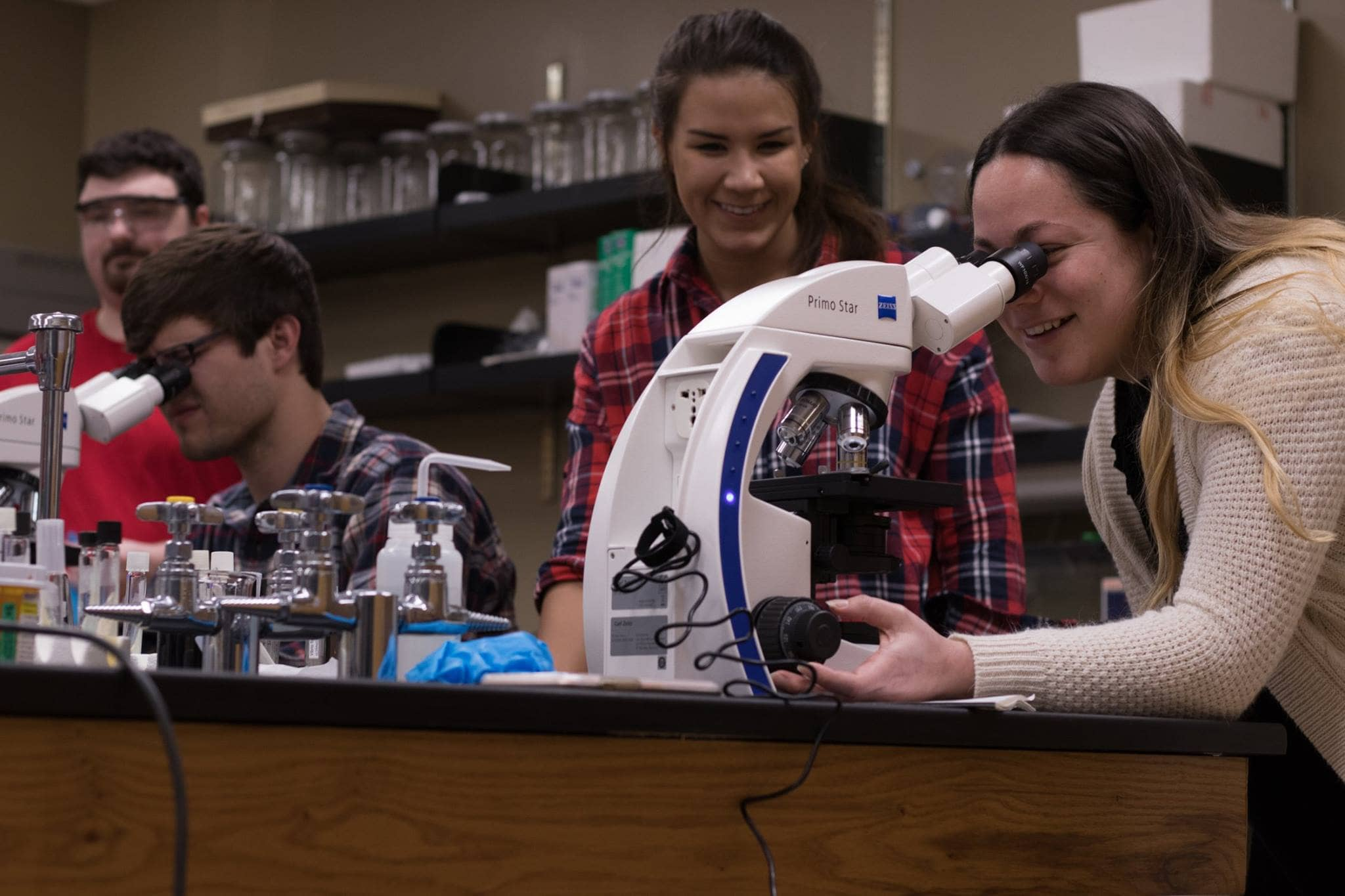 Students use Zeiss.jpg