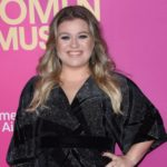 """Kelly Clarkson teams up with Chris Stapleton for the holiday duet """"Glow"""""""