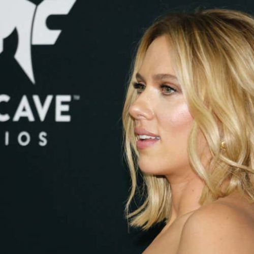 Scarlett Johansson encourages to take sides in 'Marriage