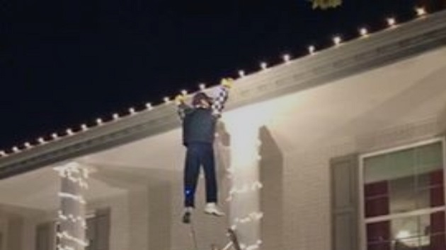 Clark Griswold Christmas Vacation.Passerby Panics After Seeing Fake Clark Griswold Hanging Off