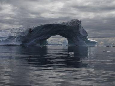 GTY-greenland-floating-iceberg-jt-161127_4x3t_384 | Explore
