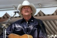 Alan_jackson_at_pentagon.jpg