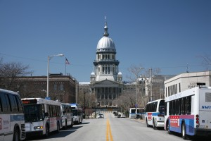 Illinois_State_Capitol_and_busses