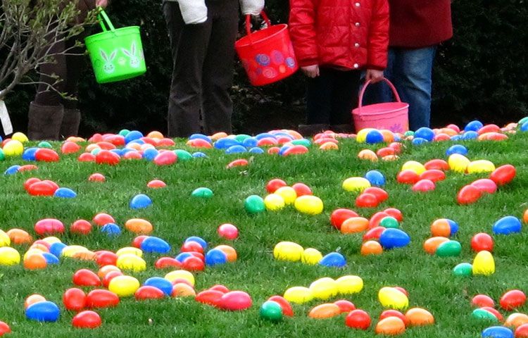 Newcomers Club Hosts Easter Egg Hunt