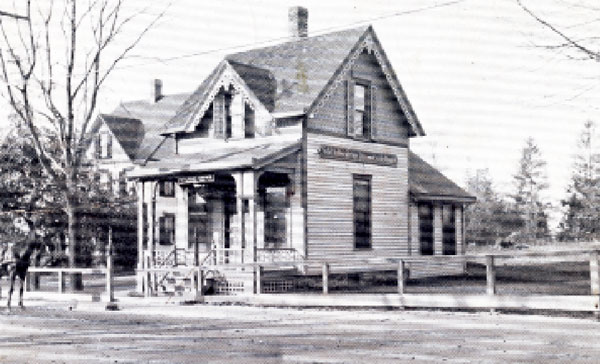 The building at 112 Riverside Drive as it was in 1914.