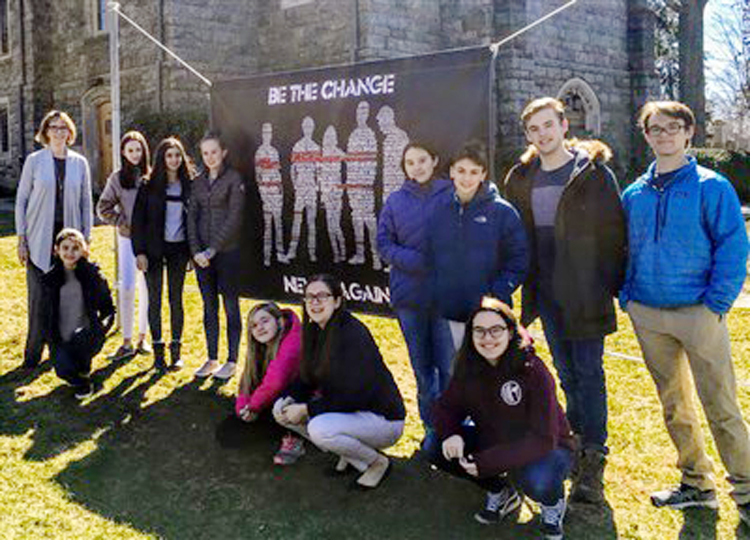 Greenwich Youth Create Banner To Oppose Gun Violence | Greenwich Sentinel