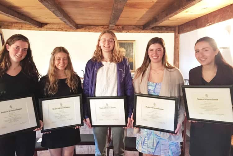 d a r presents good citizens award to five students