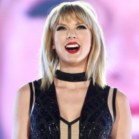"""cf6b1994b07095 Taylor Swift has shared a behind-the-scenes video that shows how she  transformed into a gnarly zombie for her """"Look What You Made Me Do"""" video."""