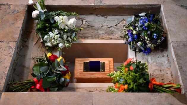 Gas Prices Oregon >> Stephen Hawking's ashes buried at Westminster Abbey | MyCentralOregon.com