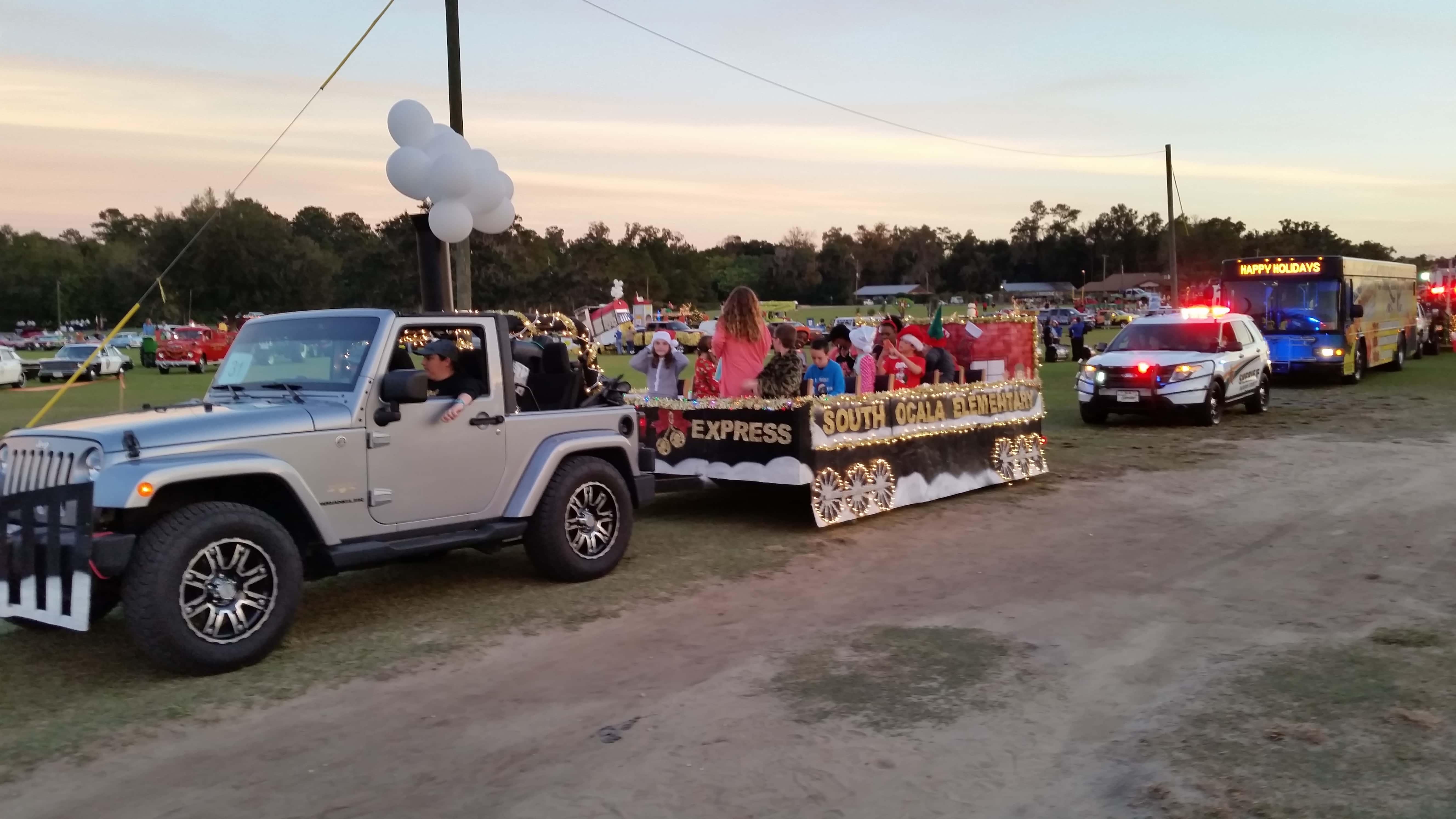 2015 Ocala/Marion County Christmas Parade | 93.7 K COUNTRY