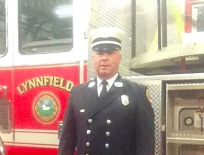Firefighter accepts dare, walks into 7-Eleven naked (what