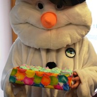 frosty-delivering-cakes-2.jpg