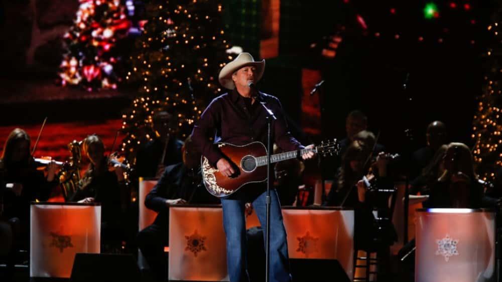 luke bryan alan jackson more to perform at cma country christmas wjvl - Alan Jackson Christmas