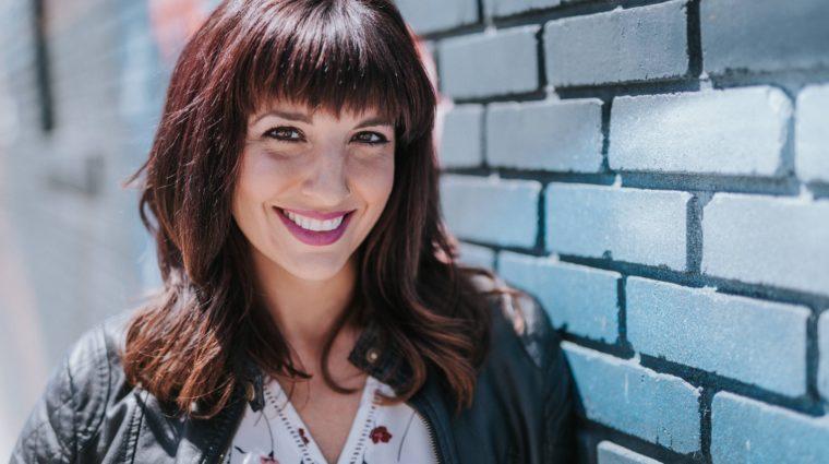 Deanna Headshot
