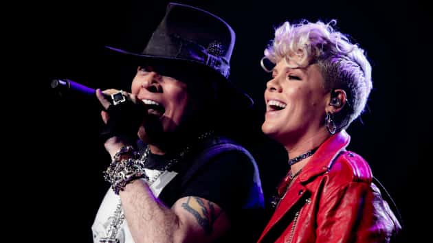 Watch Guns 39 N Roses Perform Patience With Pop Star Pink At Nyc 39 S Madison Square Garden 98