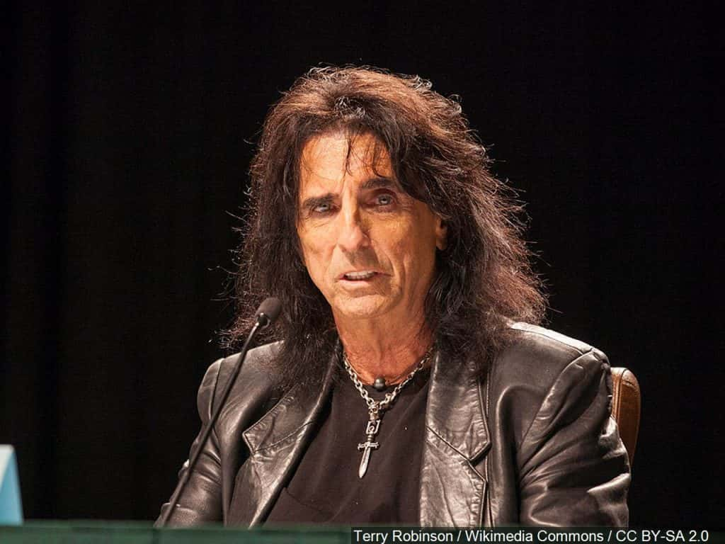 alice cooper reveals death pact with wife sheryl goddard 98 rock baltimore. Black Bedroom Furniture Sets. Home Design Ideas