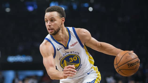 aaf91542bf66 Stephen Curry makes history with third straight game of eight or more  3-pointers