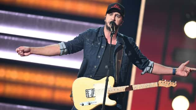 "a89c9d74573e2f Luke Bryan stands up to critics with ""What Makes You Country"