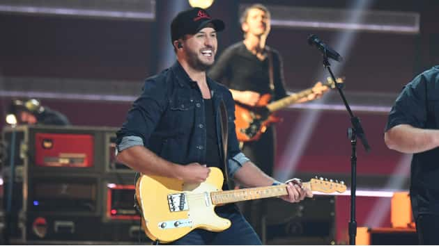 "e0f4962827fb40 What Makes You a Country ""Idol""  Luke Bryan celebrates his 22nd  1 ahead of  Sunday s season 2 premiere"