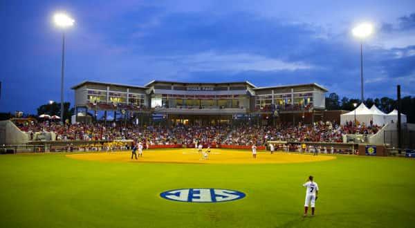 Arkansas softball hosts Auburn for final conference series