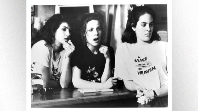 "Melissa Etheridge to write musical based on 1988 Julia Roberts' film ""Mystic Pizza"""
