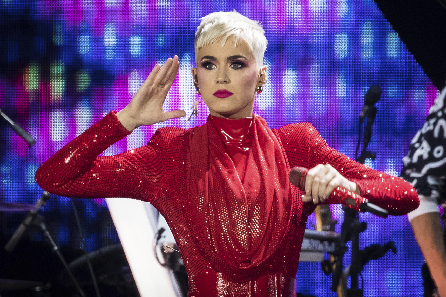Katy Perry Helped A Fan Propose in the Middle of Her Concert | More ...