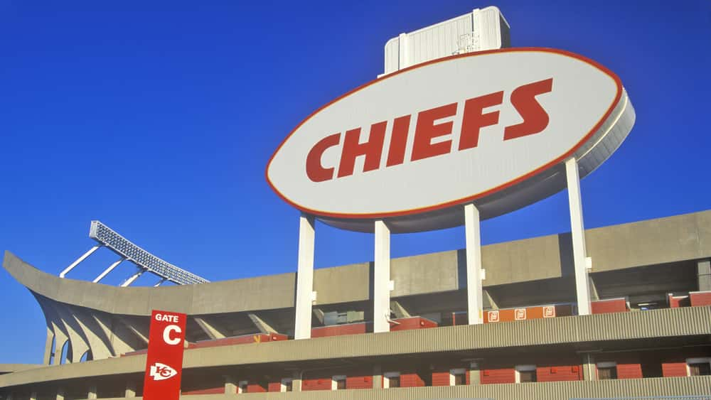 Kansas City Chiefs' Tyreek Hill Injures Clavicle, Out ...