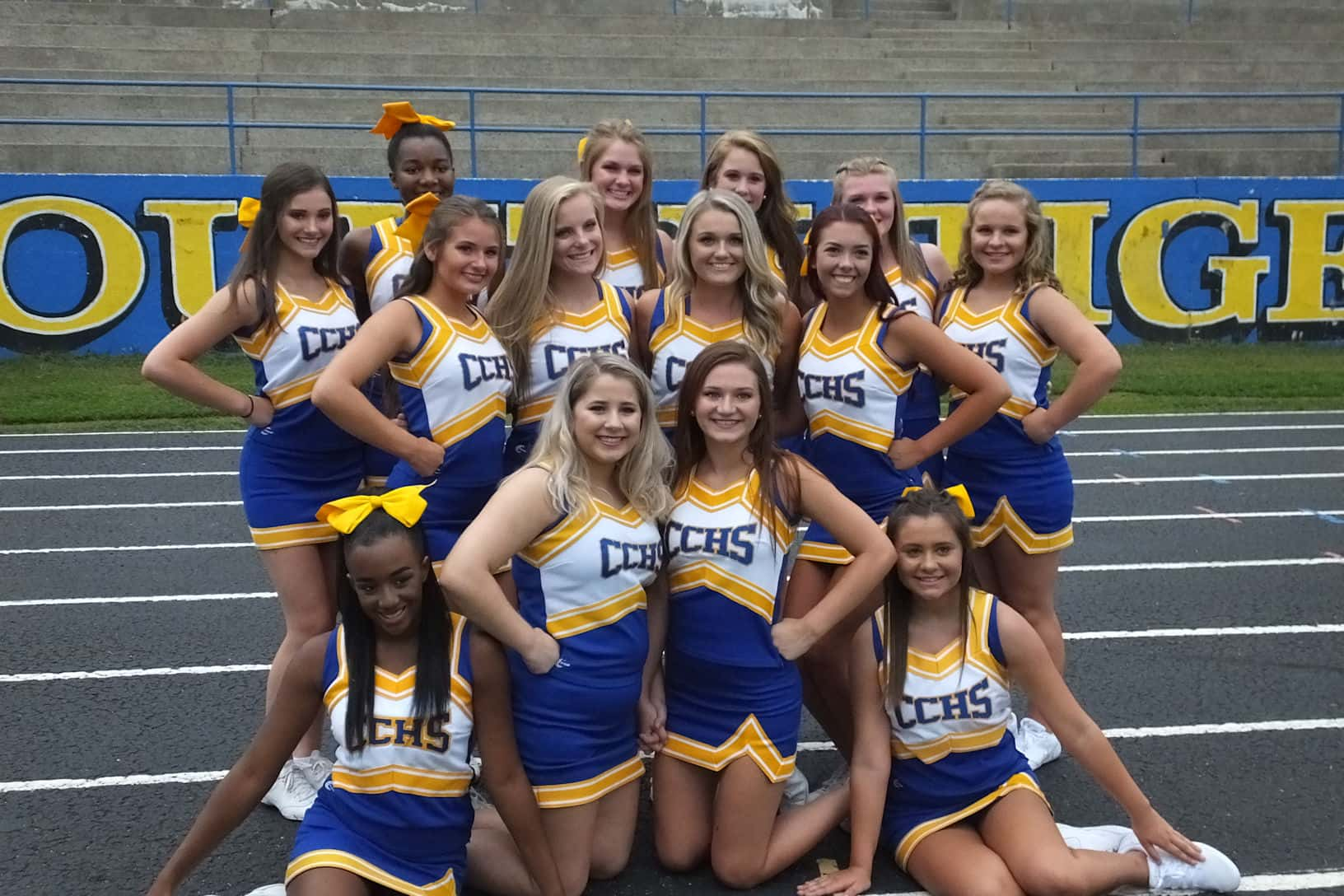 how many players on a cheerleading squad