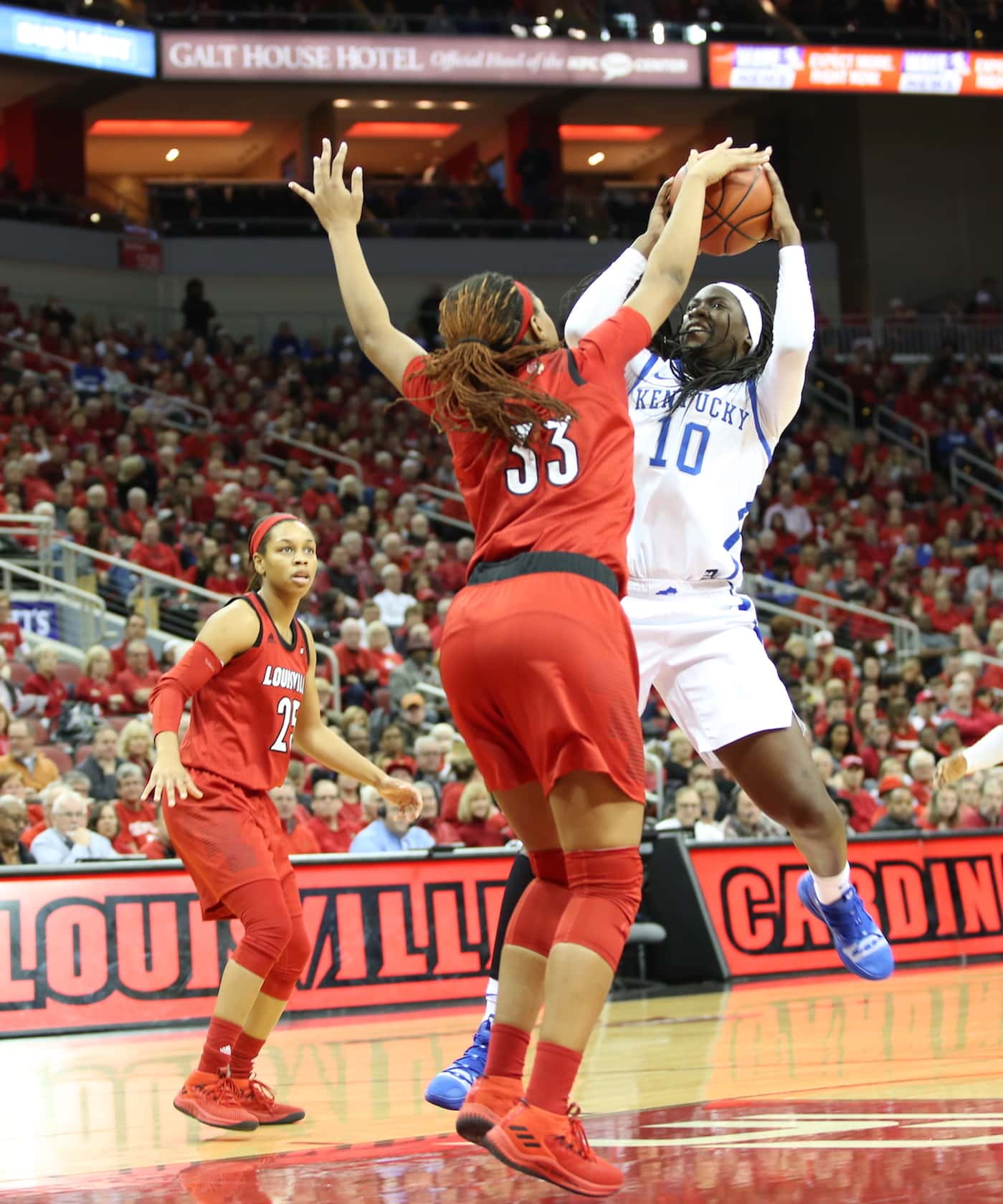PHOTOS – #19 Kentucky Falls Late at #5 Louisville | Your Sports Edge