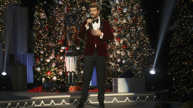 abcmark levinebrett eldredge traveled to new york city last year to record his big band christmas album glow tonight he returns to the big apple to sing - Big Christmas Tree In New York